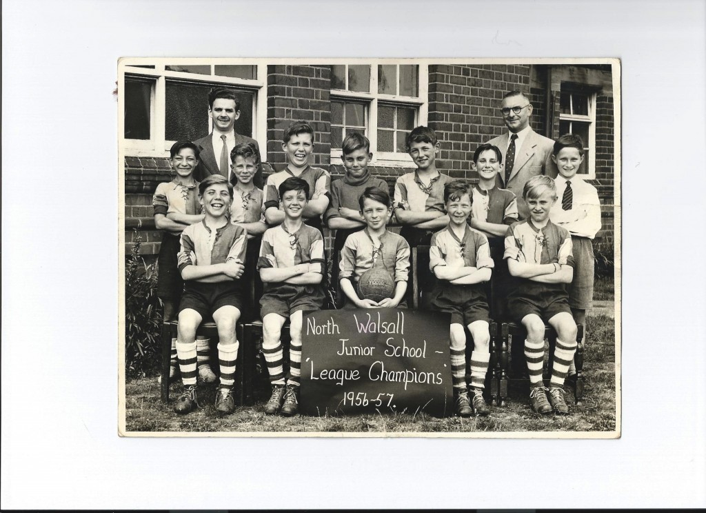 ..thats me...back row, third from the right. The white Pele.